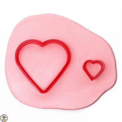 Valentine's Day Comparing Sizes Strewing Idea